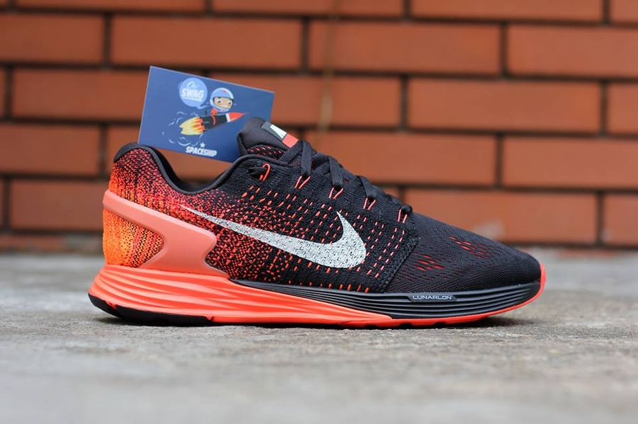 competitive price 5d152 6a0ce Nike Flyknit Lunarglide 7