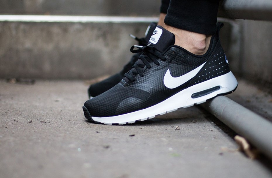 Nike Air Max Tavas Black/White