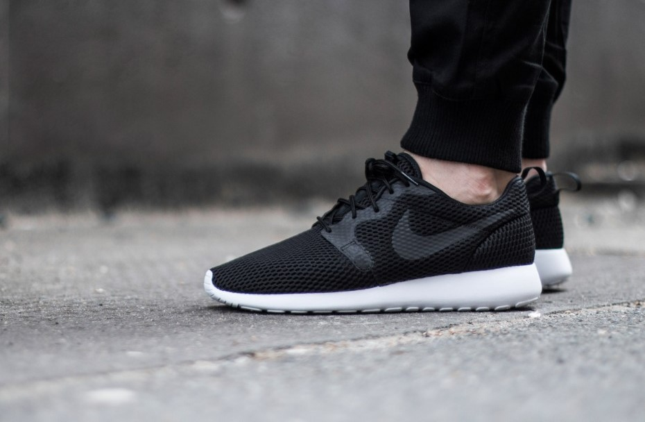 86d3bb4e574f Nike Roshe One Hyperfuse BR Black White - Kicks Links