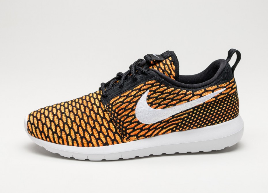 Nike Roshe NM Flyknit Black/Total Orange