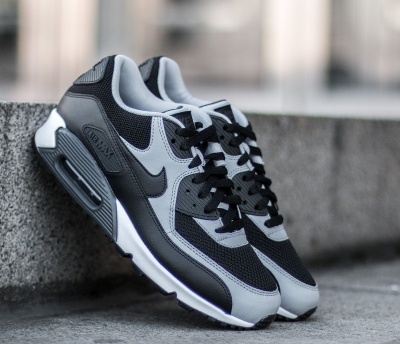 Nike Air Max 90 Essential Black/Wolf Grey