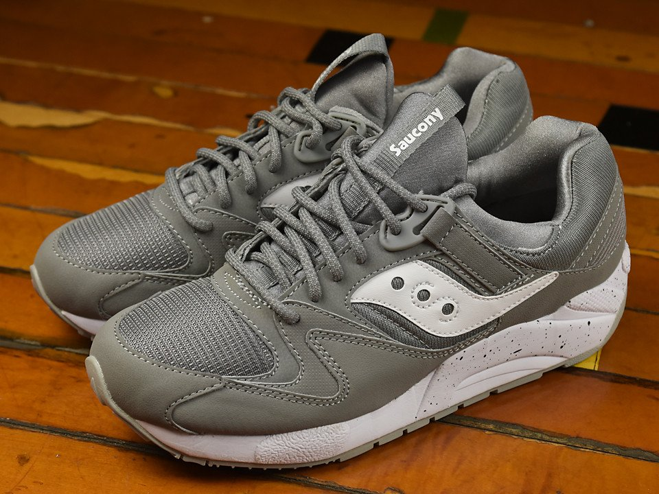 huge discount 16d44 75d32 Saucony Grid 9000 Grey White
